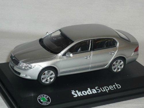 масштабные модели автомобилей skoda superb