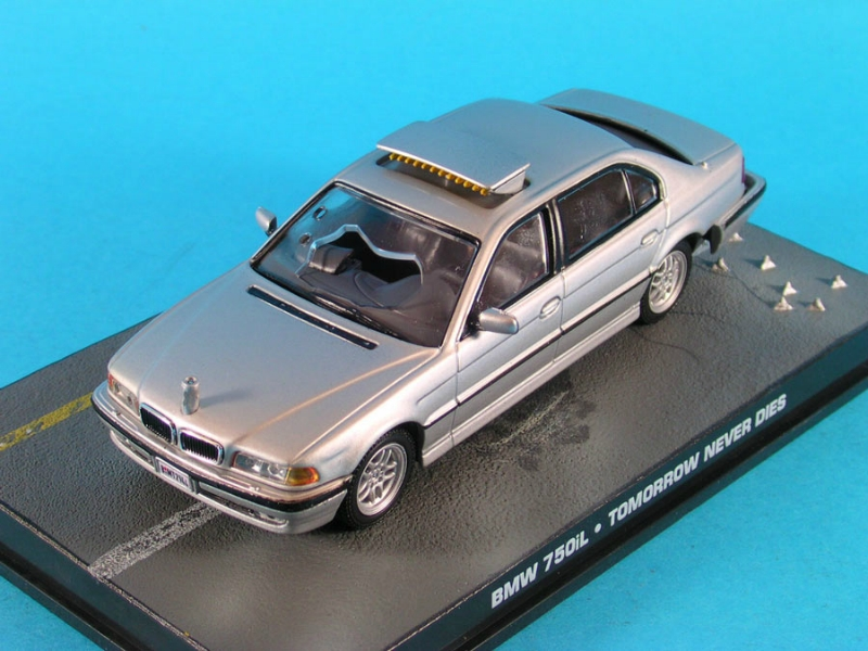BMW 518i E28 Z8 E52 OCTOPUSSY ..THE WORLD IS NOT.. JAMES BOND 007 IXO 1:43